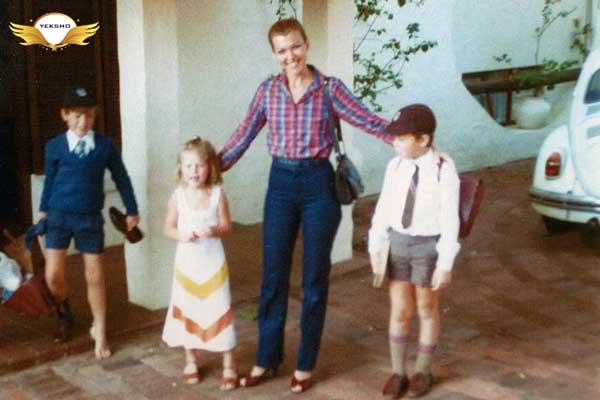 ایلان ماسک به همراه مادرش مایا، خواهرش توسکا و برادرش کیمبال